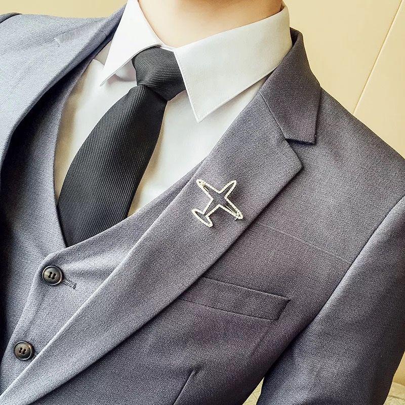 银灰色西服